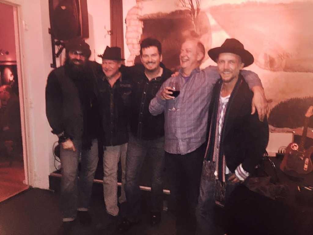 Mike mit Band und Martin